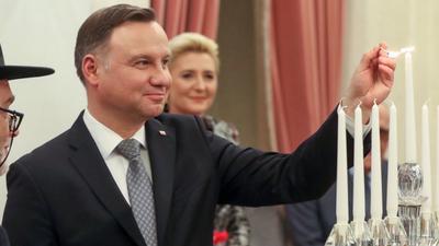 Andrzej Duda zapalił świece na Chanuka