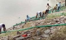 Mieszkańcy wypompowali wodę z jeziora