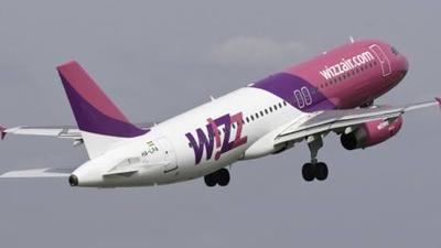 Samolot Wizzair i lądowanie na lotnisku Gdańsk-Rębiechowo. Lot  z Gdańska do Norwegii miał problemy po starcie, następiło uderzenie pioruna w samolot.