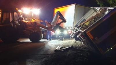 Pijany kierowca tira (ciężarowe volvo) na drodze DK 992 i szokujący wynik badania alkomatem. Teraz czeka go kara za jazdę po pijanemu. Zatrzymał go strażak