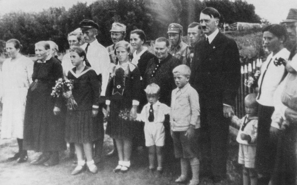 77-letni emeryt z Rumunii twierdzi, że jego ojcem chrzestnym był Adolf Hitler