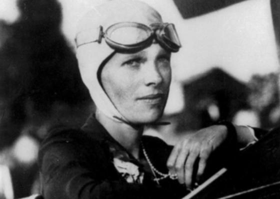 Amelia Earthart była pierwszą kobietą, która samotnie przeleciała Atlantyk.