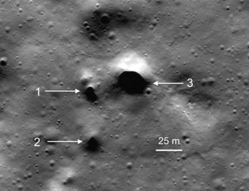 dziury na powierzchni Księżyca