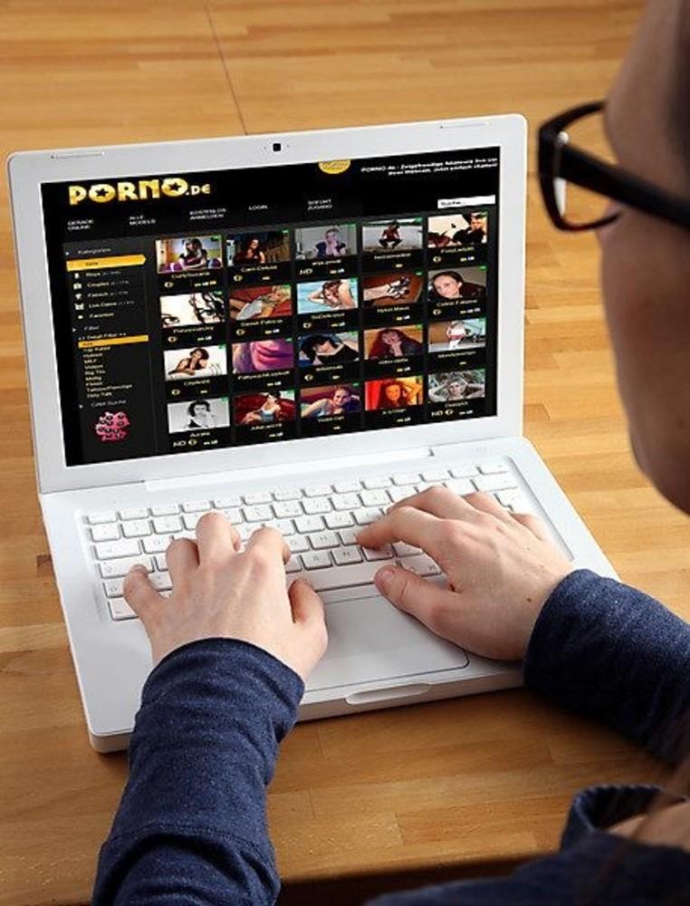 Posłowie oglądają porno w pracy. Szokujące dane