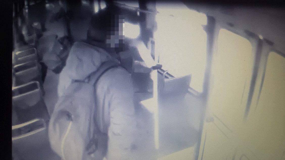 Ukradł kasownik z tramwaju