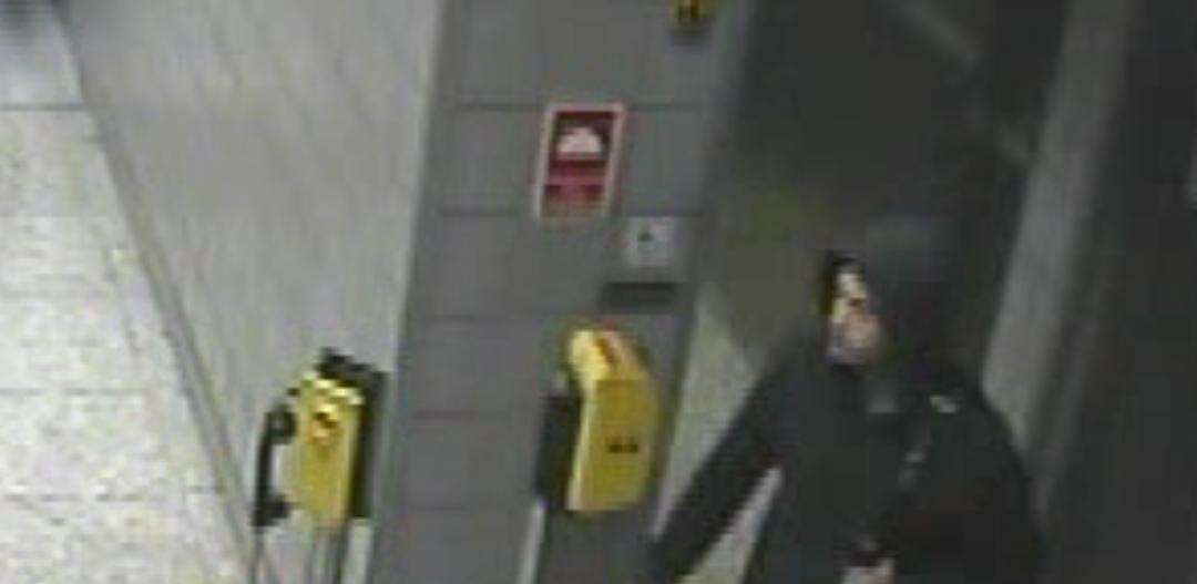 Złodziej w metrze w Warszawie - ukradł defibrylator