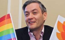 Robert Biedroń (partia Wiosna) i Krzysztof smiszek to geje, którzy są ze sobą już 17 lat. Na Walentynki opublikowali zdjęcia w bluzach Jemioła. Dobrana para.