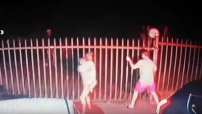Afryka, Pinetown w RPA i napad z bronią w ręku. Szokujące wideo z monitoringu. Napastnic wtargnęli z karabinami do domu i strzelali do ludzi.
