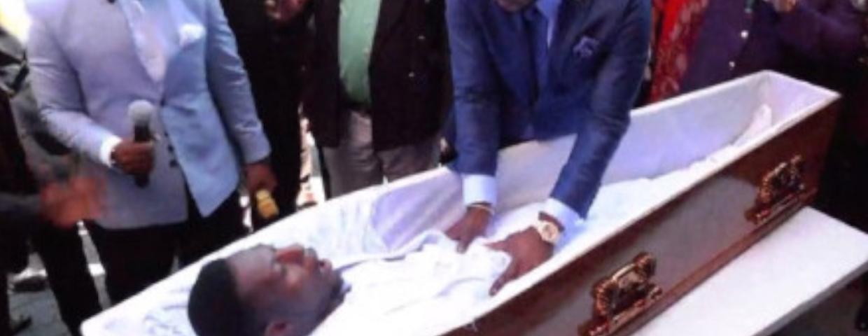 Pastor Alpha Lukau i cud - czy rzeczywiście dokonało się zmartwsychwstanie? Trevodene Trevor miał ożyc jak Jezus. Pastor miał też uzdrawiać ludzi modlitwą