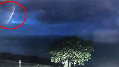 Policja w Australii i dowód na istnienie kosmitów? Nagranie wideo z UFO to hit internetu. Naprawdę było to spotkanie z UFO czy tylko złudzenie optyczne?