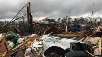 USA, Alabama - tornada, burze i sceny jak z filmów katastroficznych. Liczba ofiar śmiertelnych rośnie, a w sieci pojawiły się zdjęcia i wideo z kataklizmu w USA