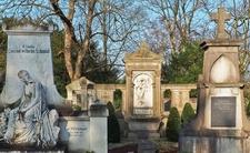 Ciężarna urodziła w grobie. Straszna sprawa z warszawskiego cmentarza