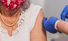 Szczepionka na COVID-19 - ile kosztuje produkcja i ile zarabia Pfizer na szczepionce?