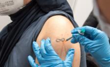 Ile powikłań po trzeciej dawce szczepionki? Ujawnili dane