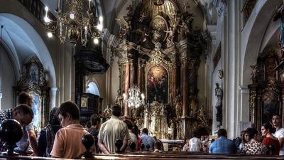 Jak nie ubierać się do kościoła? Są ścisłe wytyczne