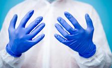 Jednorazowe rękawiczki nie chronią przed koronawirusem? Błąd Polaków