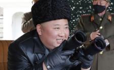 Korea Północna i przerażające zdjęcia. Kim Dzong Un zbroi się