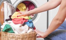 Koronawirus: Czy można zarazić się przez odzież? Eksperci odpowiadają