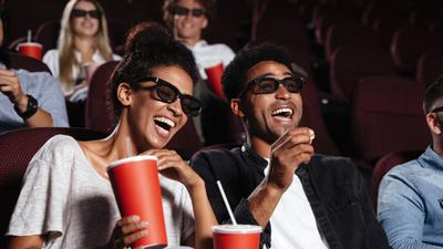 Koronawirus zaskakuje. W kinie się nie zarazisz, ale w biurze już tak?