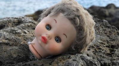 Nawiedzona lalka terroryzuje domowników. Zaczęła mówić w innym języku