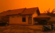 Apokalipsa w Indonezji? Niebo zrobiło się tam... czerwone [WIDEO]
