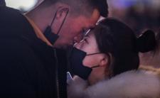 Stosusunkowo straszna epidemia - koronawirus przenoszony podczas seksu