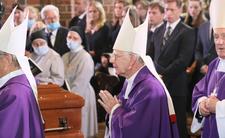 Polscy hierarchowie dostają emerytury wyższe, niż papież