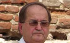"""Ojciec Tadeusz Rydzyk jest krytykowany przez autora sztuki """"Wróg się rodzi"""""""