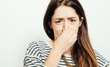 Puszczanie bąków przenosi koronawirusa? Specjaliści odpowiadają