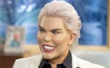 Ken zmienił płeć - niezła z niego lalka?