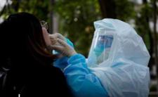Żele i płyny do dezynfekcji rąk bardziej szkodliwe niż maseczki i koronawirus?