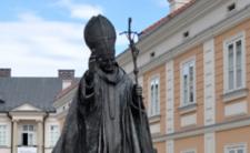 Pomnik Jana Pawła II w Wadowicach - cud boski czy cud techniki?