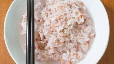 Wylewasz wodę po ryżu? Popełniasz OGROMNY BŁĄD