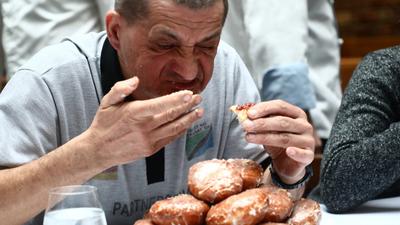Zjadłeś za dużo w Tłusty Czwartek? Pączki w nadmiarze sieją grozę