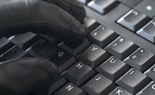 21-latek sprzedawał fałszywe dokumenty przez Internet