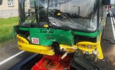 Czołowe zderzenie z autobusem. Policja pokazała WIDEO Z WYPADKU