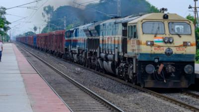 Groza na przejeździe kolejowym. 43-latek wjechał wprost pod pociąg