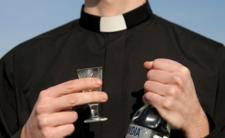 Seks i nakotyki za pieniądze parafian. Ten ksiądz wiedział jak się zabawić