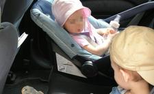 Łuków. Matka zostawiła dwoje dzieci w rozgrzanym samochodzie w upale