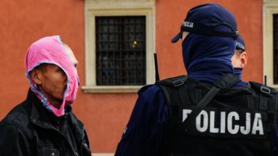 Policja łapie koronasceptyków. Mandaty za brak maseczki