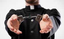 Ksiądz oskarżony o pedofilię trafił za kratki