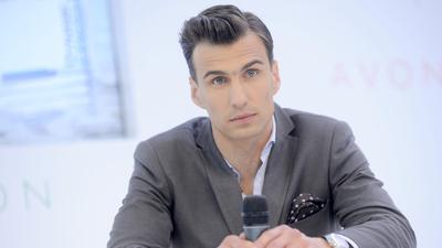 Jarosław Bieniuk oskarzony o gwałt przez Cassandrę, którą święta nie jest