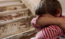 Dzieci jadły tapetę i styropian ze ścian. Żyły w brudzie i skrajnym głodzie