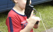 Dziecko zastrzeliło matkę w USA. Skąd 5-latek wziął broń?