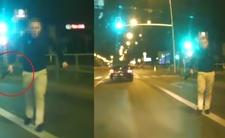 Wyskoczył z auta i chwycił maczetę. Nagrali szaleńca [WIDEO]