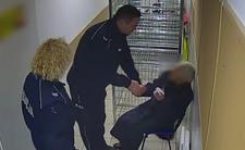 Kradzież w Biedronce i pobicie staruszki - policjanci przegięli pałę i dostali karę