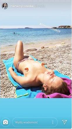 Marta Chyczewska nago - aktorka zaprezentowała się topless bez stanika