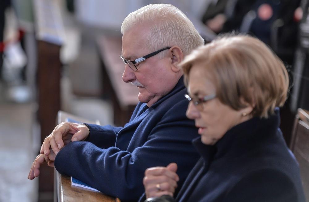 Danuta i Lech Wałęsowie na mszy świętej, fot. KAROLINA MISZTAL/REPORTER