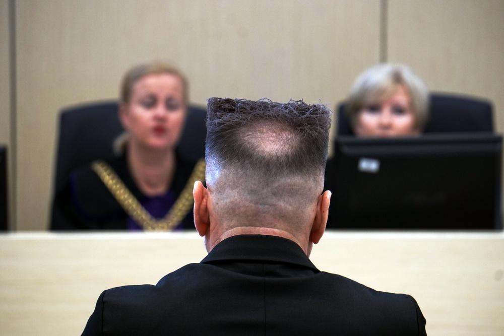 Włosy Rutkowskiego - fryzura skrywa łysiejący sekret