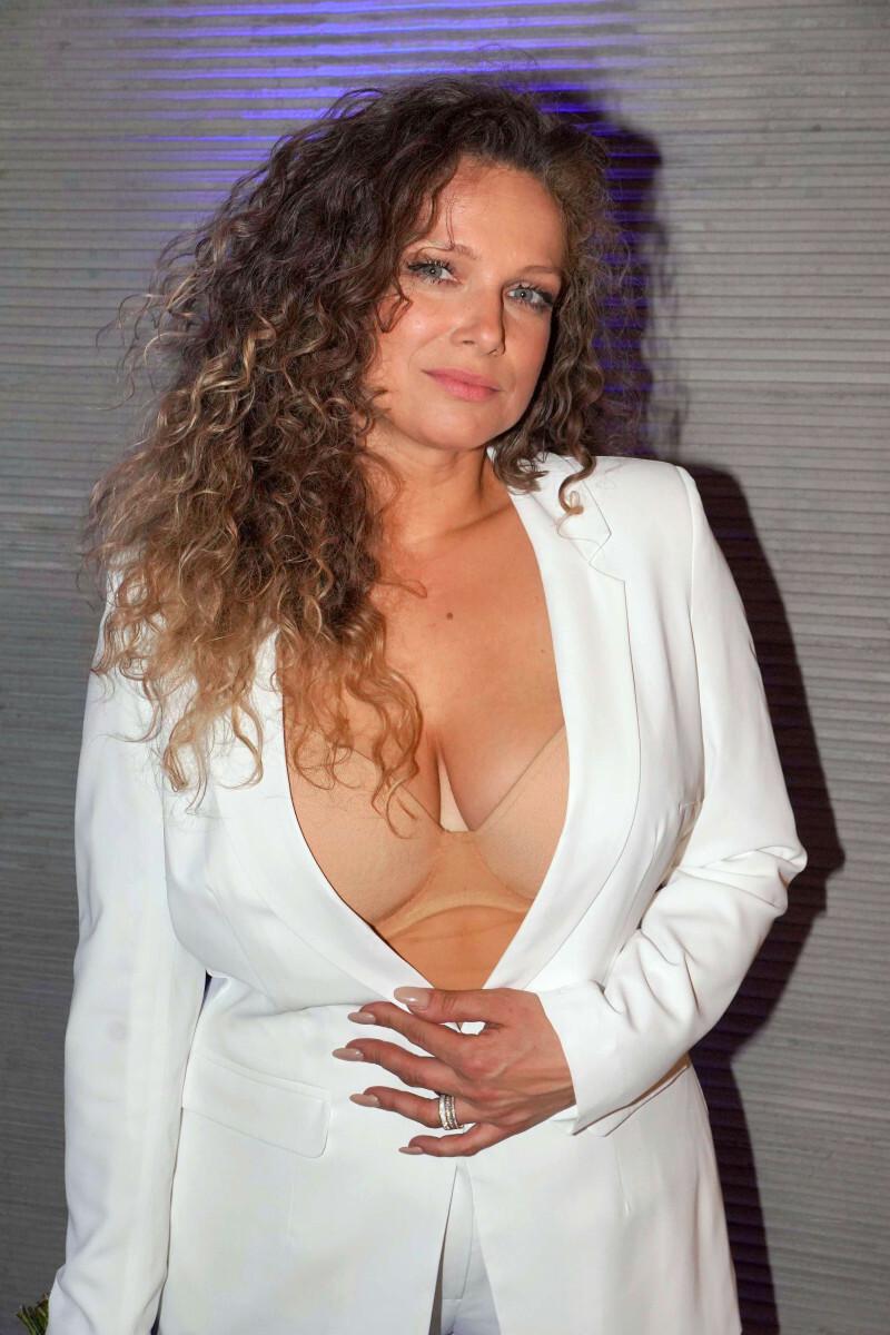 Joanna Liszowska w samym staniku na premierze